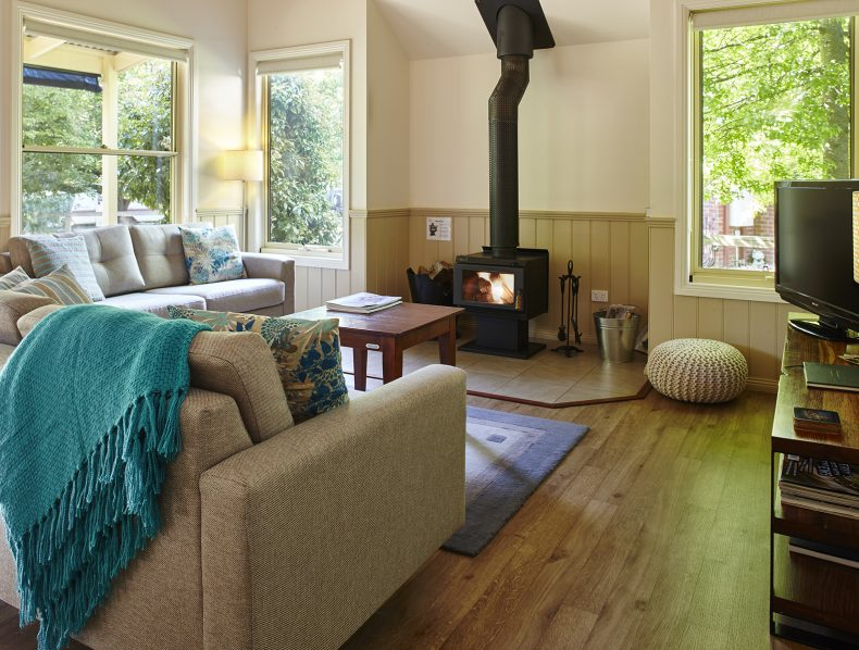 Lounge in Alpine Valley Cottage 1