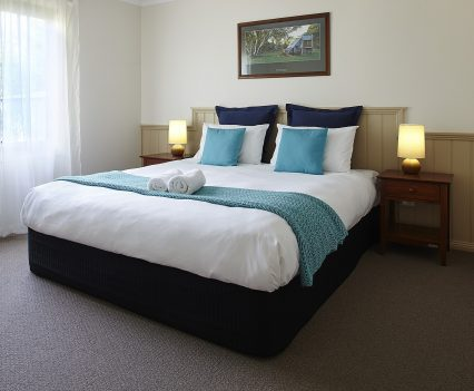 Alpine Valley Maple One Bedroom Cottage master bedroom
